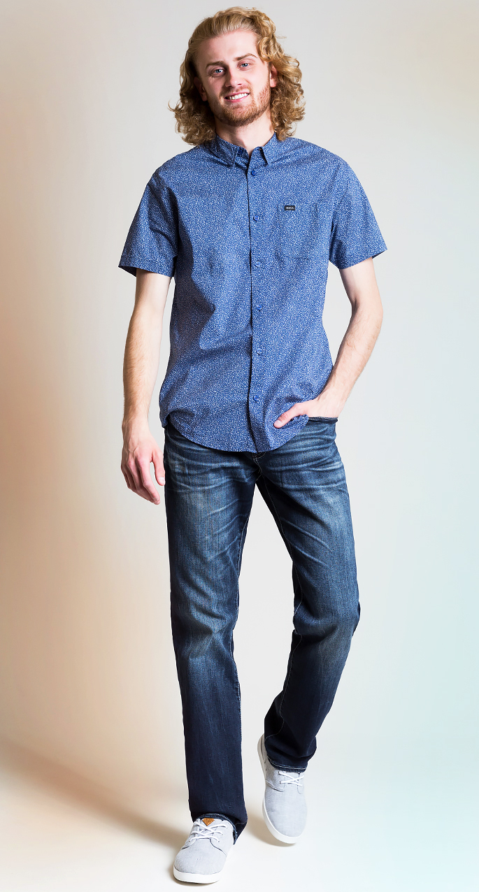 Men's style trends. All blue monochromatic outfit for men.