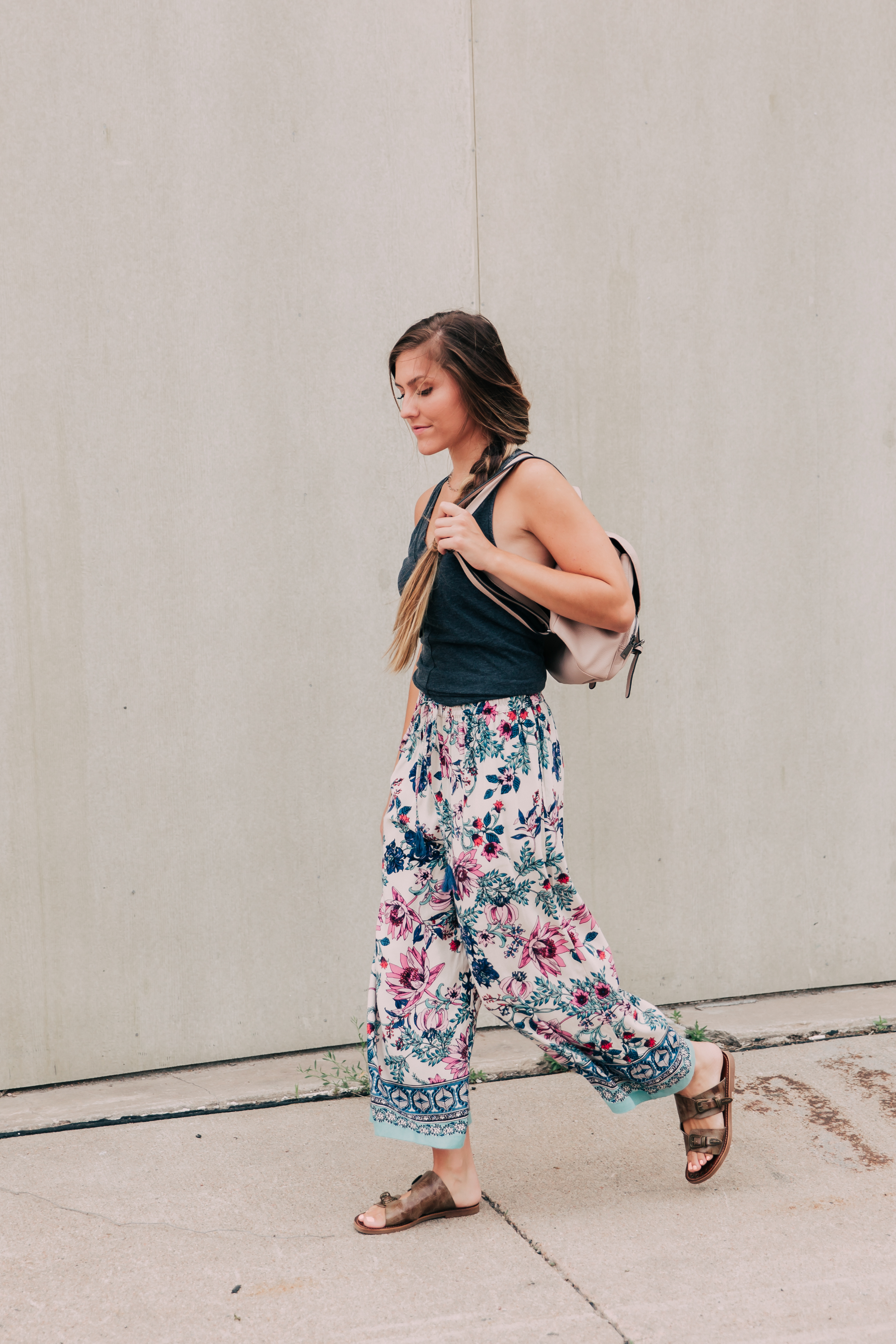 Casual floral fashion pants outfit to wear to class in college.